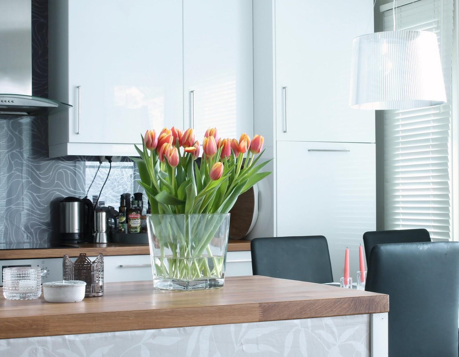 valkoinen keittiö, korkeakiiltoinen keittiö, kartell GE