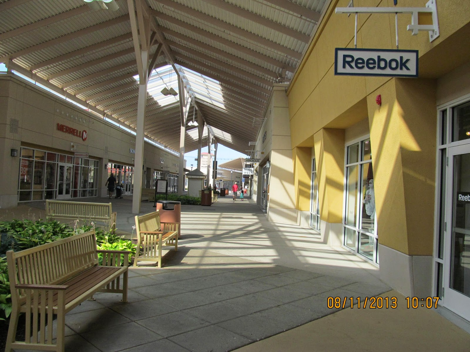 Aurora Farms Premium Outlets offer more than 63 brand name factory outlet stores. Aurora Farms Premium Outlets is located on S Chillicothe Road, Aurora, OH , Ohio. Find a brand name outlet store nearest you by location or brand.3/5(61).