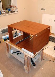 Сбарка кухоннного гарнитура - первая тумбочка