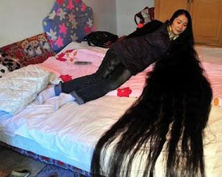 mulher cabeluda