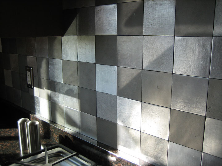 houten keuken creative kitchen backsplash ideas metal mosaic tile sheets grey metallic kitchen wall tiles
