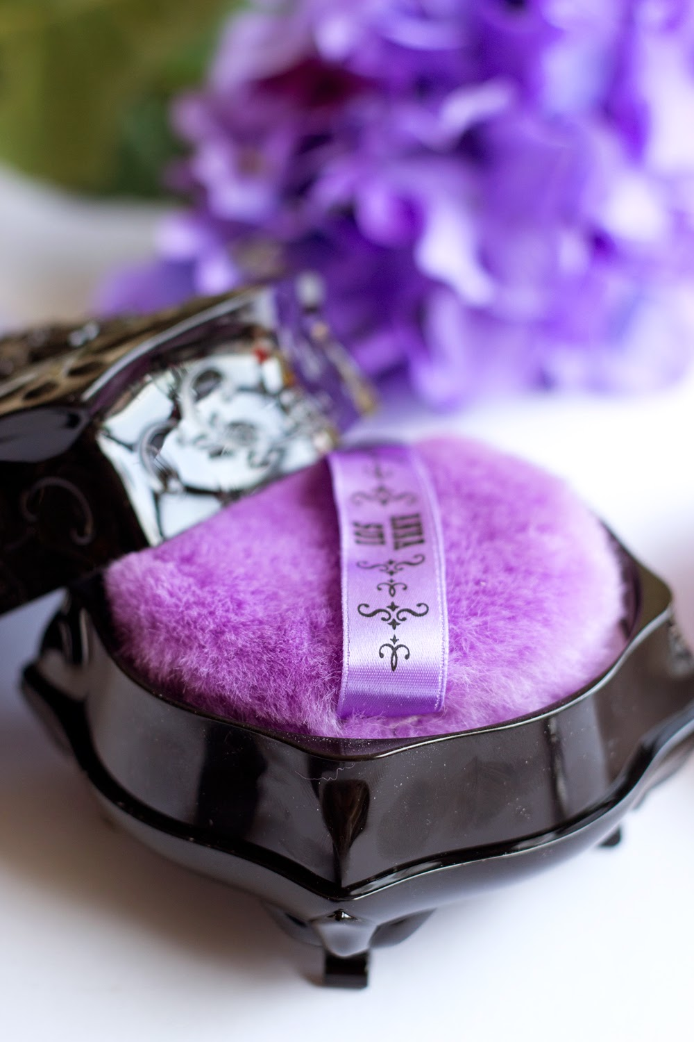 anna-sui-loose-powder,beauty-products, cosmetics, purple-color-colour-shade