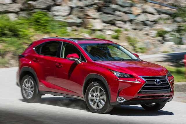 Front 3/4 view of 2015 Lexus NX 300h