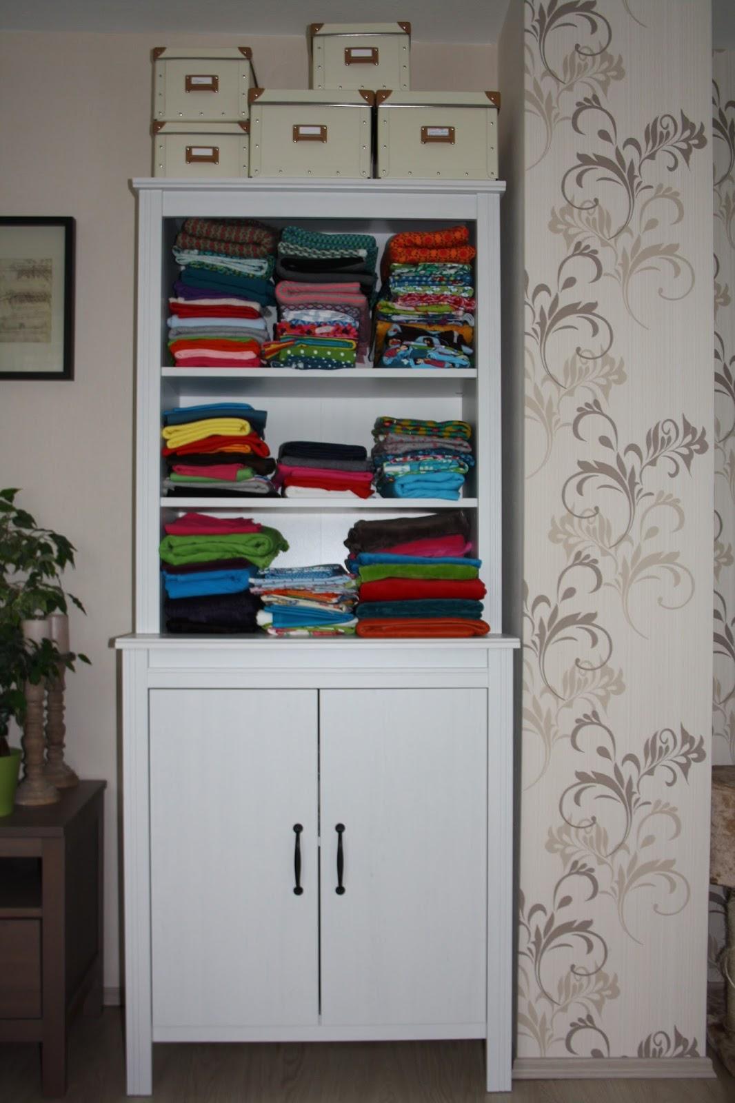 madebymei freu mein neuer schrank f r meine n hsch tze und meine maschinchen. Black Bedroom Furniture Sets. Home Design Ideas