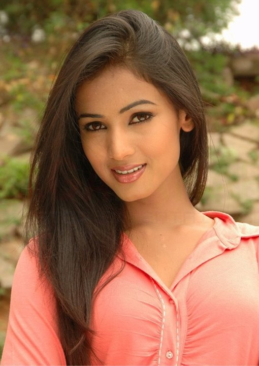 Sonal Chauhan Hot and Sexy Photo Gallery - Sonal-Chauhan-Hot-Photos-38