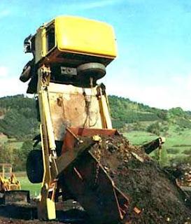 Najsmešnije slike: kamion se uzdigo od tereta