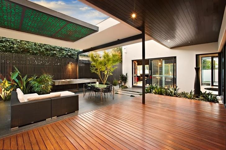 Garden furniture in Beautiful modern backyard by Cos Design
