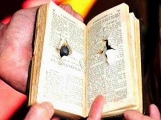 Bíblia salva a vida de policial.