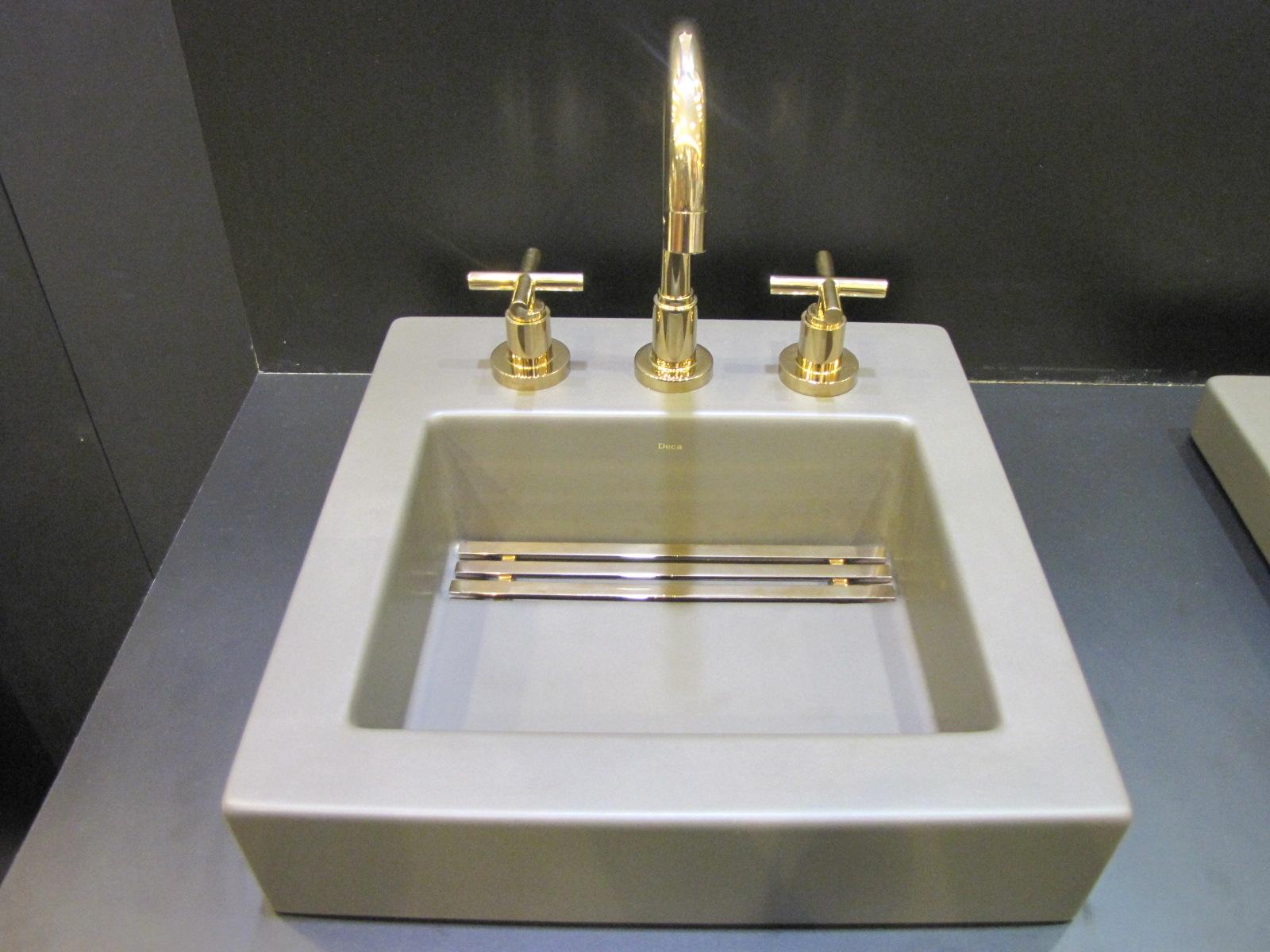 As cores e formas também foramnovidades nas louças da DECA que  #867645 1600x1200 Acessorios Banheiro Roca