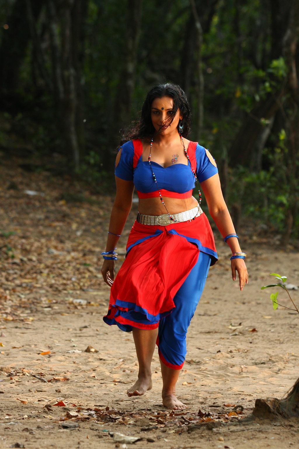 Mallu Actress Shweta Menon Hot Navel Show And Hot and Sexy Photos