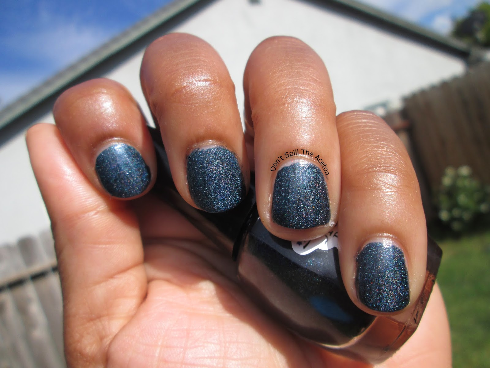 Alys-dream-polish-dark-midnight-blue-outside2