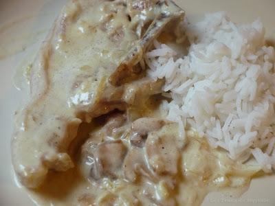 Côtes de veau aux oignons, champignons et crème fraîche (voir la recette)
