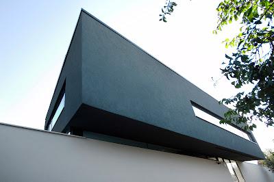 Lantai 2 rumah minimalis hitam putih