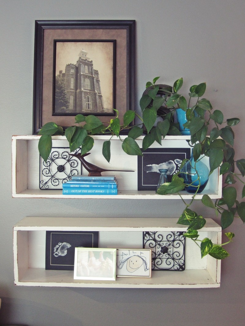 Smartgirlstyle an amateur 39 s guide to decorating shelves for Shelves for living room decorations