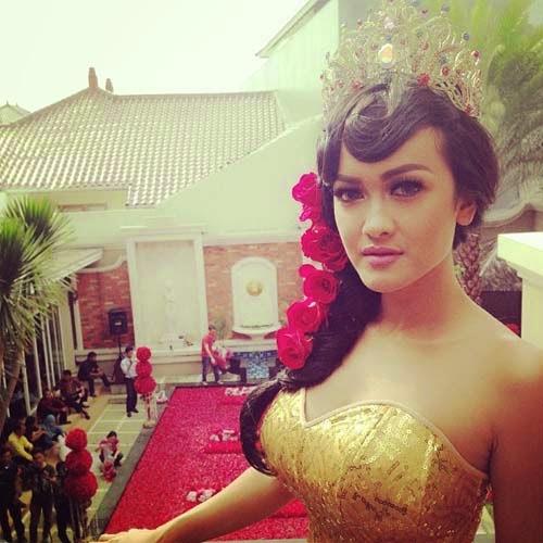 artis indonesia julia perez