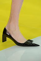 Черни обувки на нисък ток на Louis Vuitton