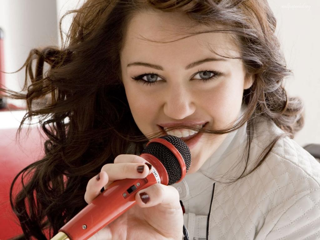 http://4.bp.blogspot.com/-w85AqbKAPvM/UCGVrp6nSvI/AAAAAAAADRQ/uJYwSFZTLk8/s1600/Wallpapers-Miley-Cyrus_1.jpg