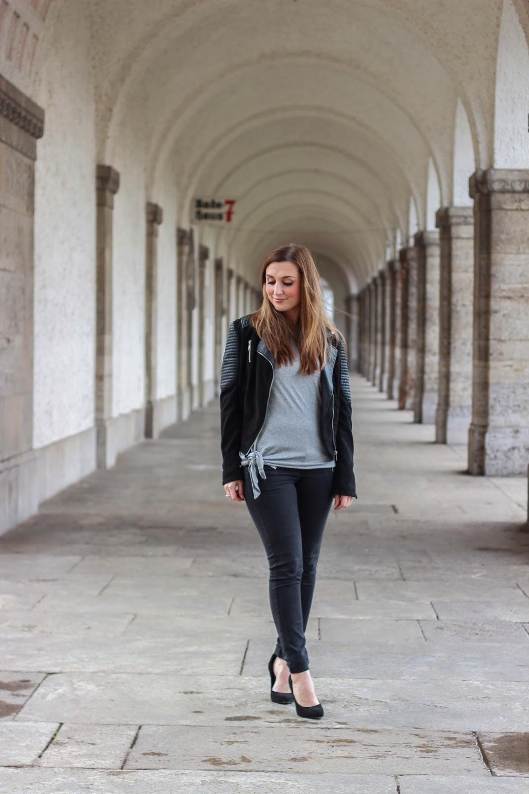 Fashionstylebyjohanna - Biker Jacke - graues Tshirt kombinieren