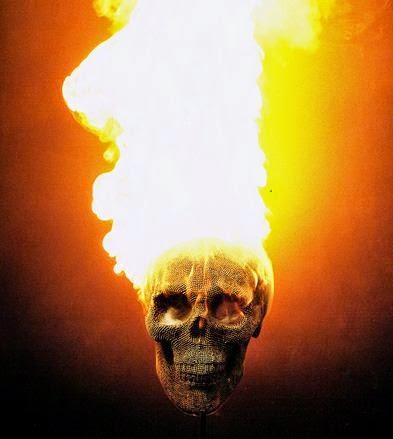 Patung tengkorak dari korek api yang dibakar