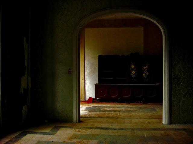 Fot. Marlen Vargas; Poemas de Pedro Antonio González Moreno. Edi. El Toro de Barro. El buscador de Joyas