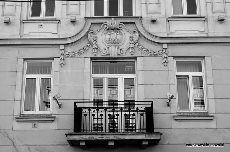 okno inicjały kamienica Tomasza Lisowskiego Warszawa Wola zabytek