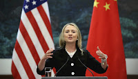 Clinton acuza China