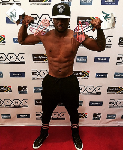 Peter Okoye Shows Sixpacks To Celebrate MAMAs Award