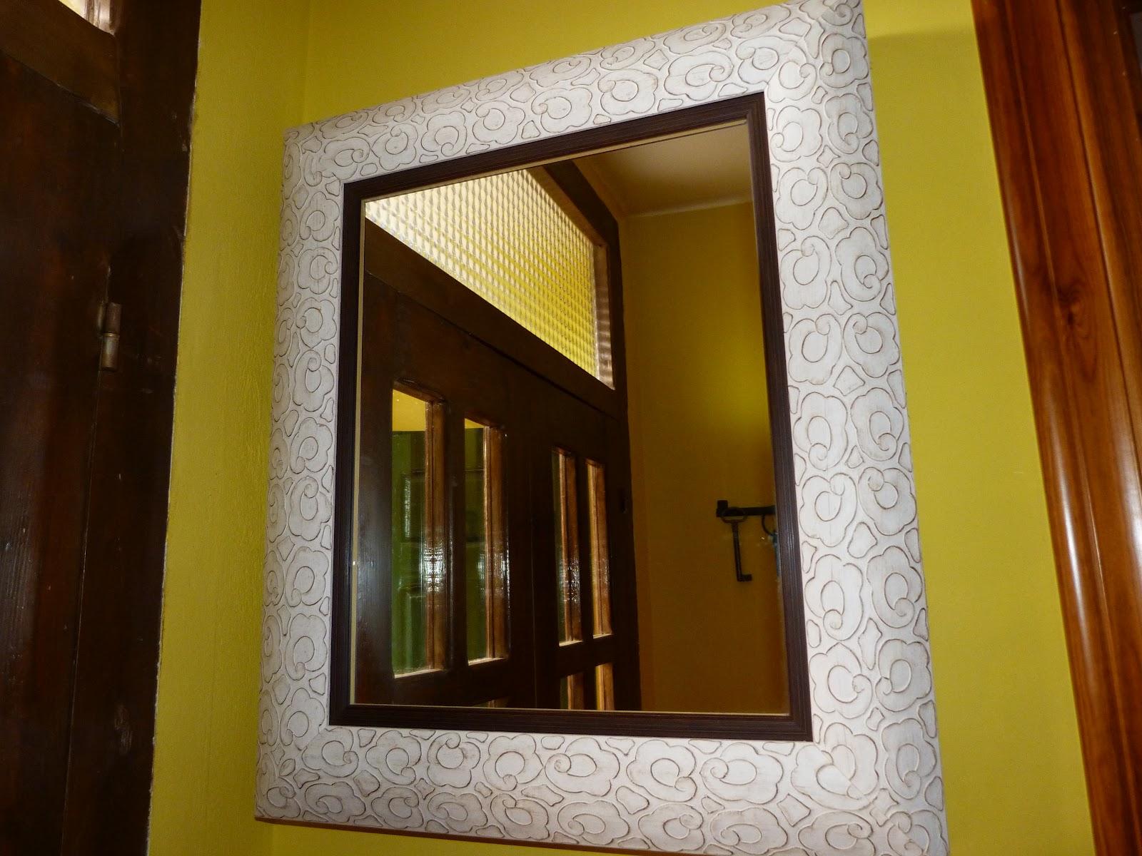 este espejo en realidad est en la entrada camuflando los cuadros electricos como podeis ver tambin tengo una lechera a la espera de ser tuneada