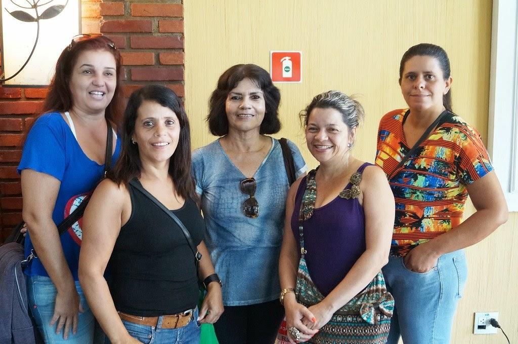 Adriana Vital e algumas professoras municipais que participaram da formação