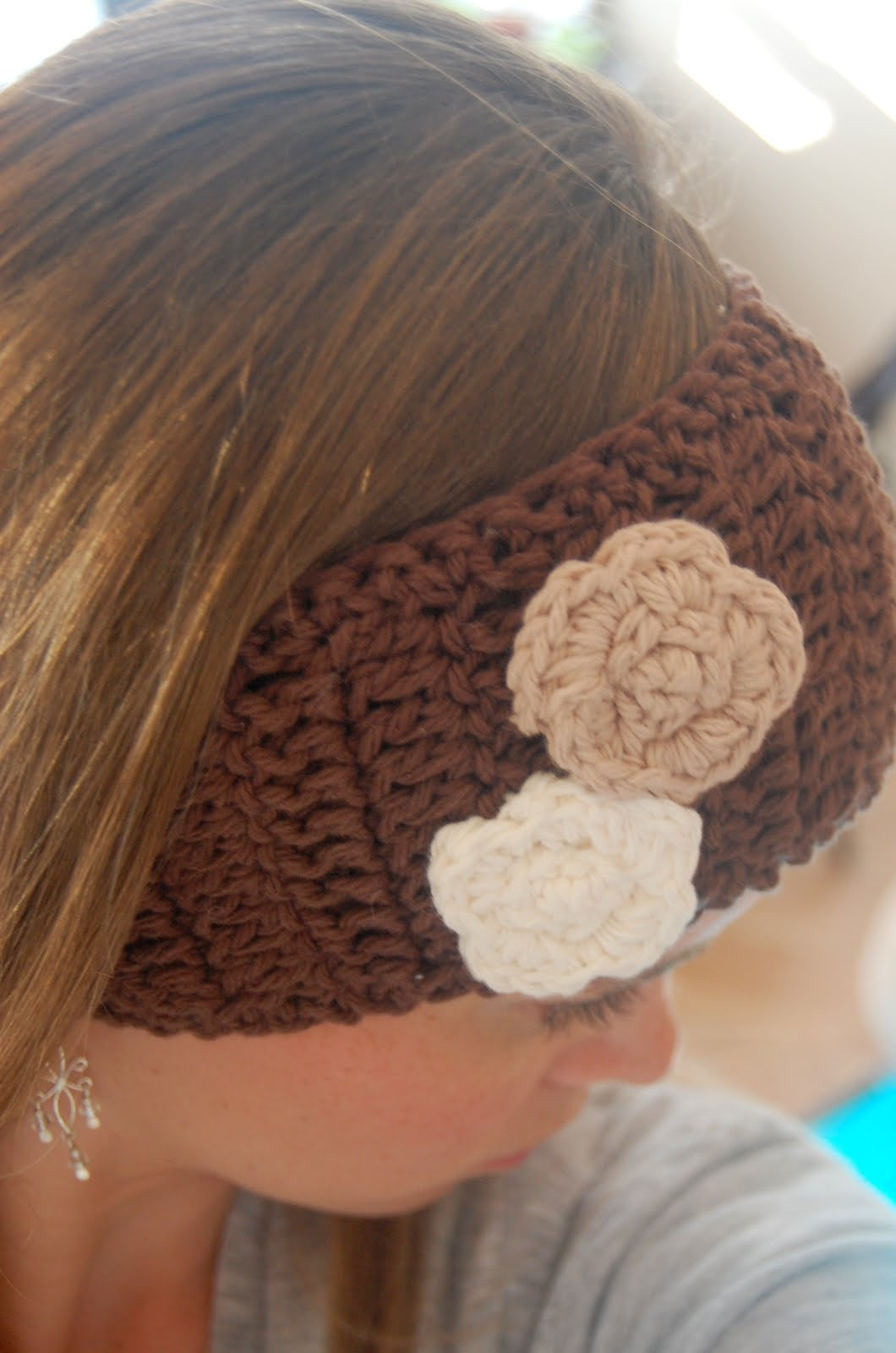 Crochet Flower Ear Warmer Tutorial : Homemade Saturdays: Tutorial: Crocheted Ear Warmer