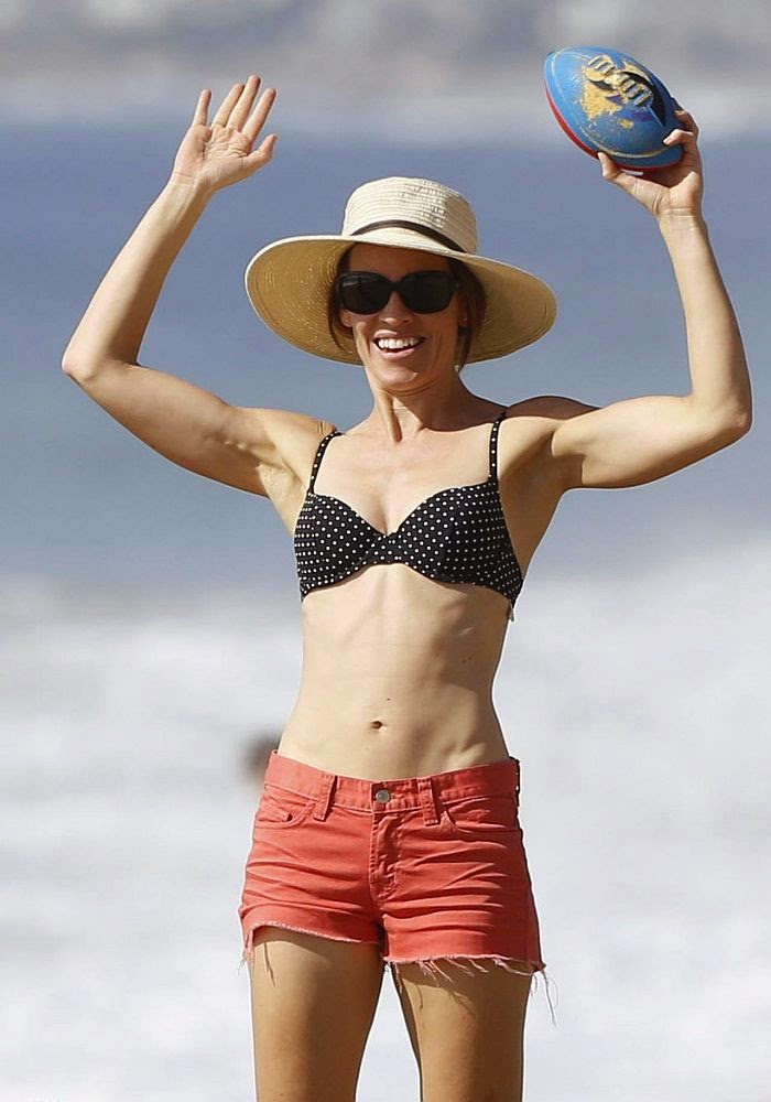 All that glitters is gold and Hilary Swank complemented her gilded name in all its glory. Truly, the 40-year-old showcasing her perfect anatomy by knocking out our eyes at the beach in Malibu, CA, USA on Sunday, October 26, 2014.
