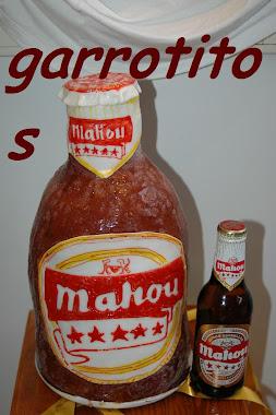 tarta con forma de botellín de cerveza mahou