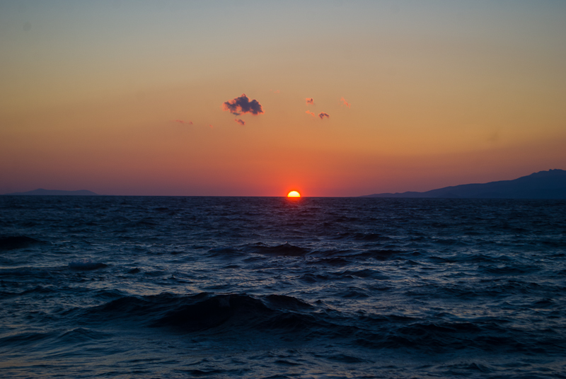 tips for planning your exchange travel and academic + image of sunset in greece
