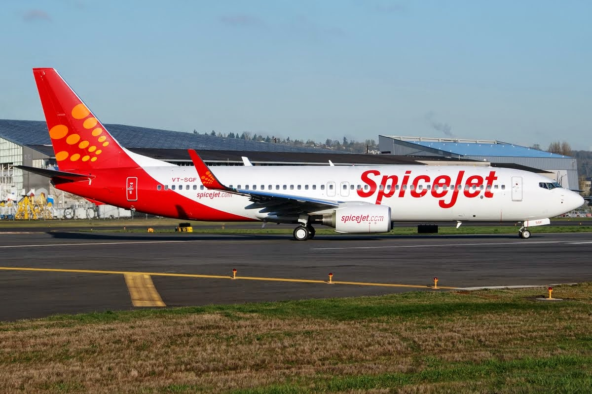 SpiceJet sets Low-fare race its offer half million seats