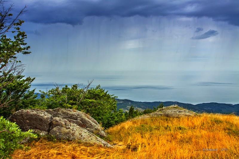"""""""Стены дождя"""" юж.Демерджи, вид на море Черное. Крым, крымский пейзаж, холст 56x85 см , фотография,  Константин Потапов 2011г."""
