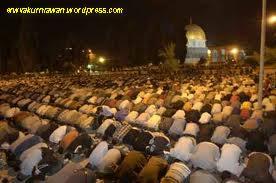 """<a href=""""http://pandawalimamedan.blogspot.com/2012/09/siklus-kehidupan-manusia-melalui-shalat.html"""" alt=""""Sholat 'Isya""""/></a>"""