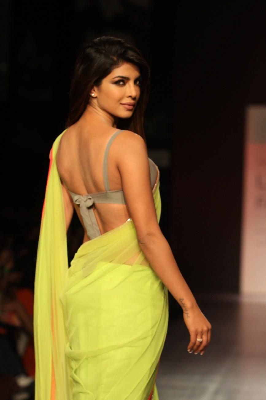 Priyanka Chopra Looks Gorgeous In Saree At The Lakme ...