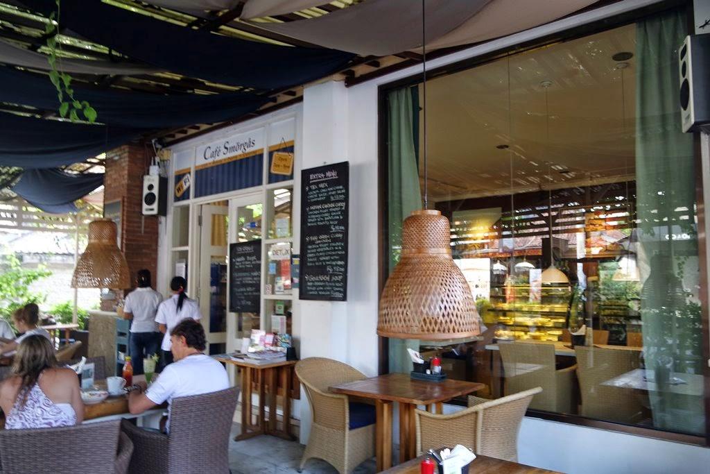 Makan Minum Di Bali Berasa Nongkrong Rumah Cafe Smorgas Sanur