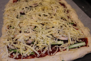 Pizza với bột oregano 5
