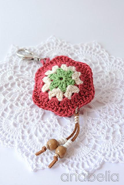 Flower crochet keychain by Anabelia