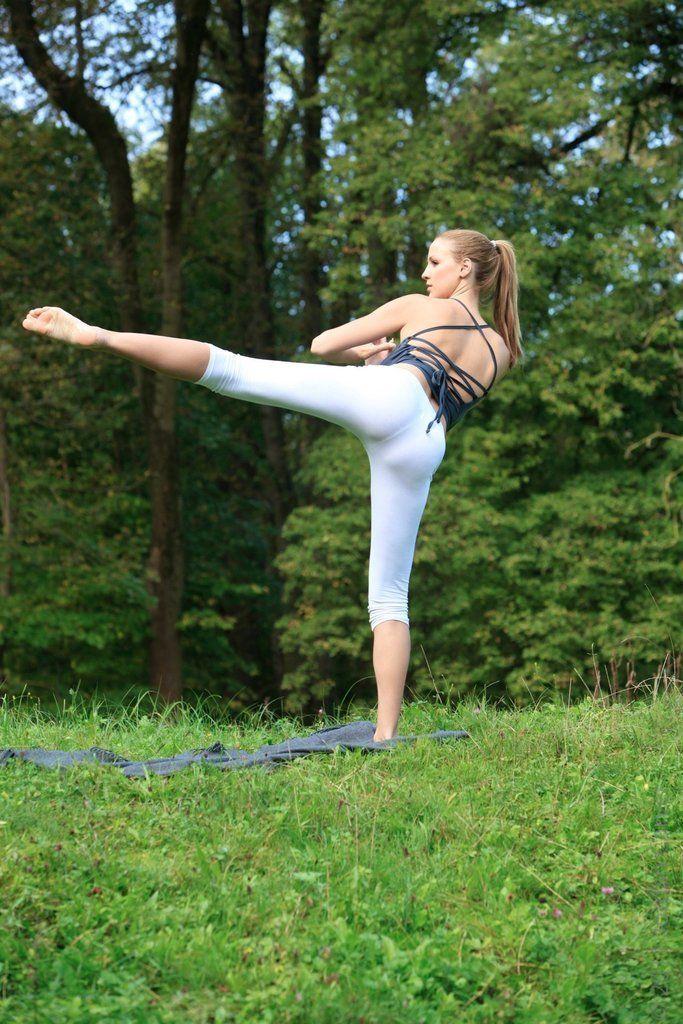 Jordan Carver's Yoga Class