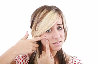Quais as causa das espinhas (acne)