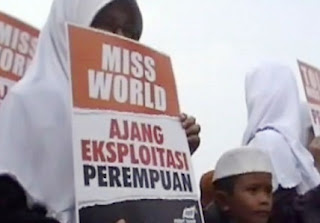Aksi tolak miss world (foto liputan6)