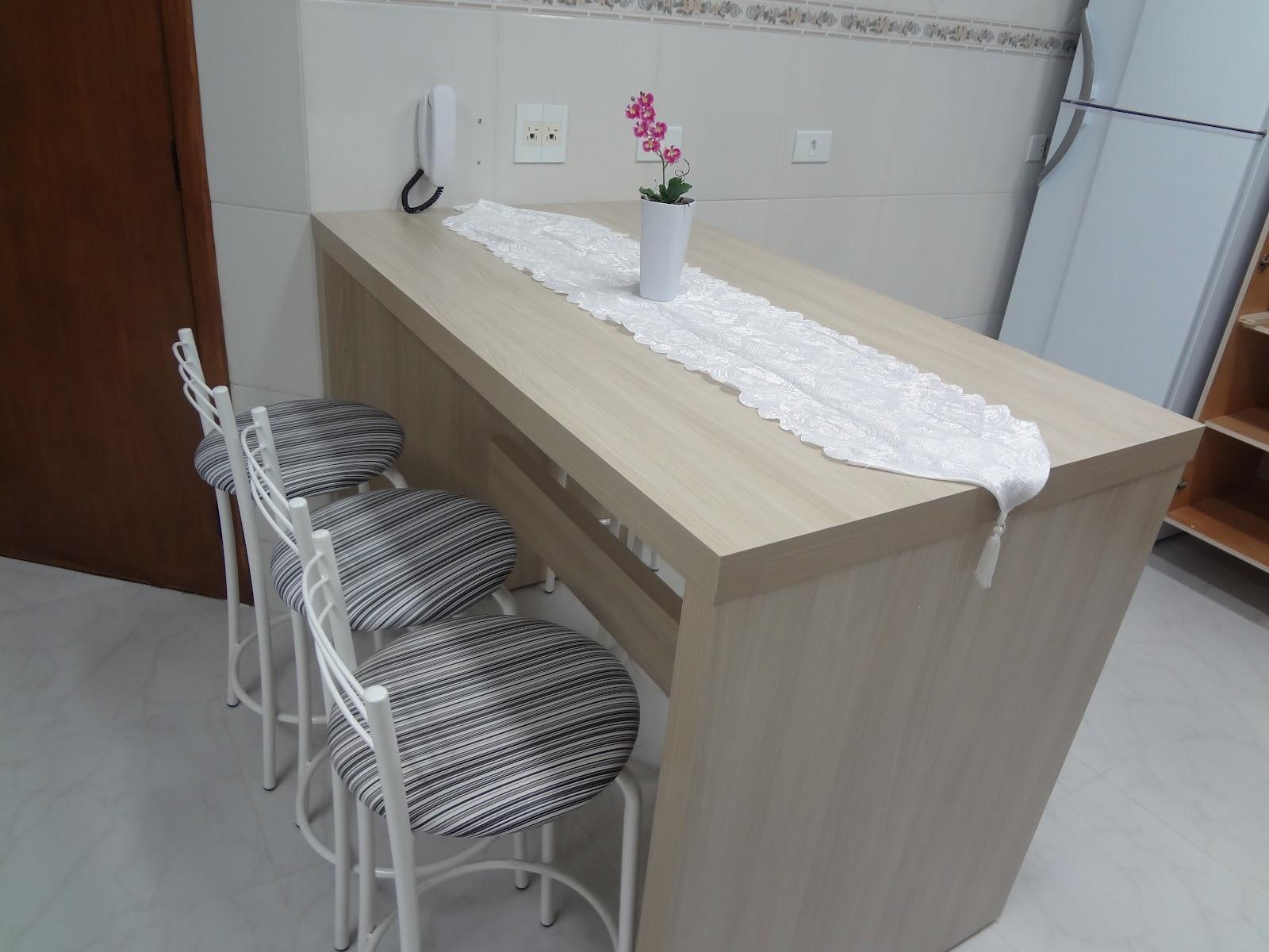 Pessoal curtiu muito essa mesa balcão. Ela é altinha (tem 1 00m) e  #3B2A22 1600 1200