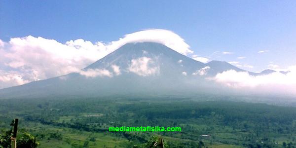 Gunung-Gunung Mistis dan Penuh Misteri di Tanah Jawa mediametafisika.com