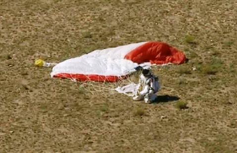 Video Rekor Felix Baumgartner Terjun dari Ketinggian 39.044 km