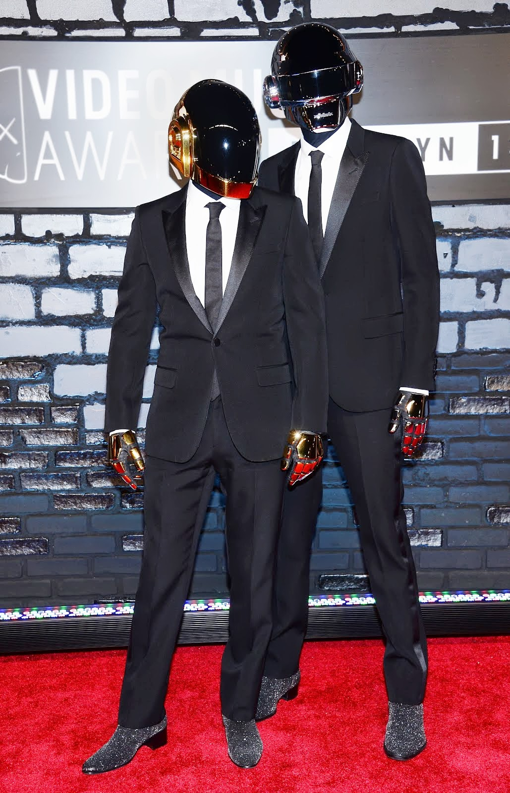 00O00 Menswear Blog: Daft Punk in Saint Laurent - 2013 MTV Video Music Awards