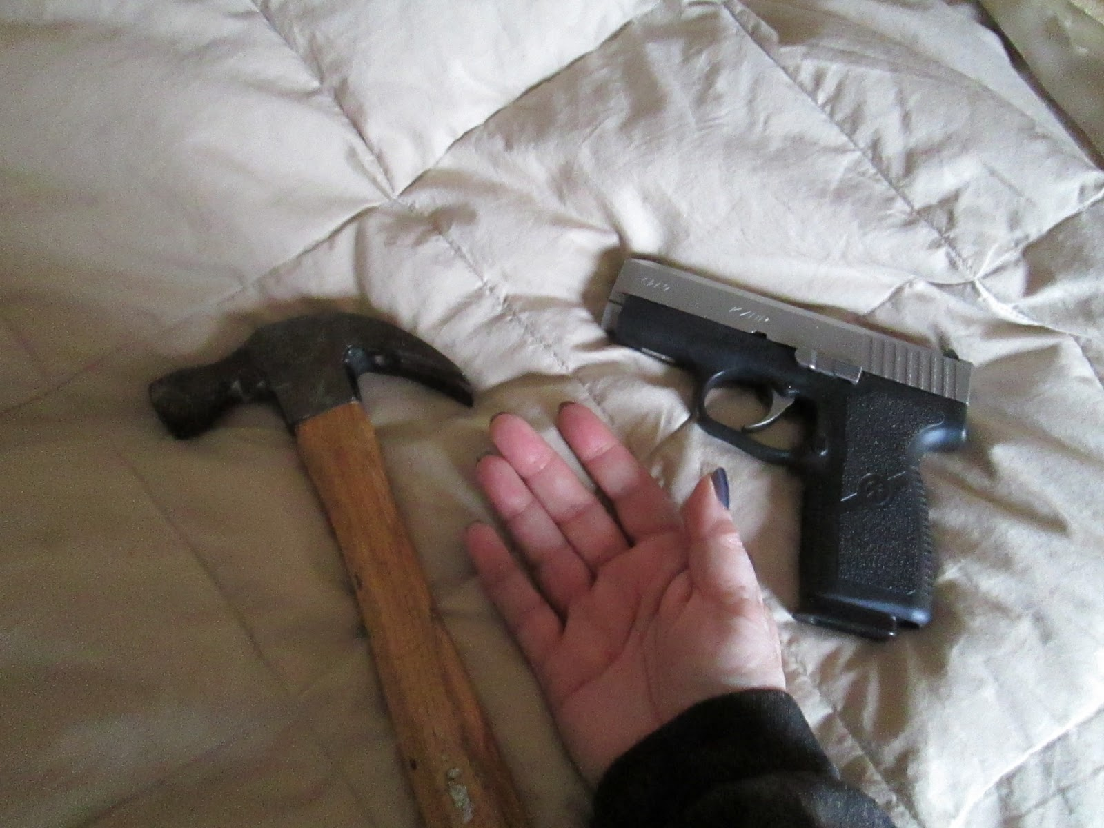 the differences between a handgun and a rifle The gun glossary what's a semi-automatic and few reporters explain the differences among various types of firearms handgun: the only universally agreed-upon definition of a handgun is a gun that can be held it in a single hand.