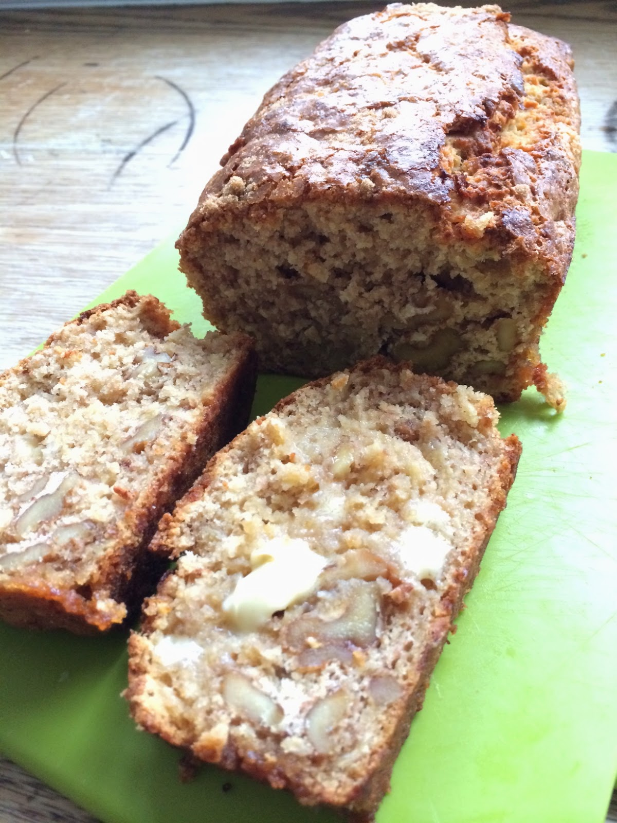 the best banana and walnut loaf cake