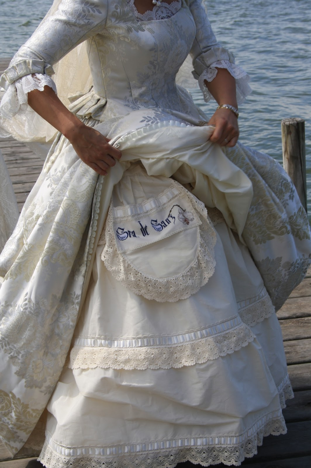Bajo falda de una guapa mujer - 2 part 9